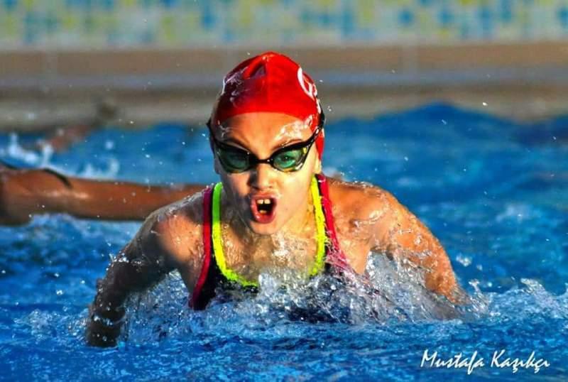 Ayşegül NERGİZ Kocaeli Yüzme Şampiyonu